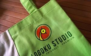 Free Realistic Tote Bag Mockup PSD