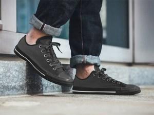 Free Sneaker Mockup PSD