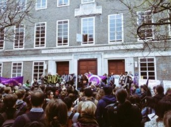 Hundreds close SOAS