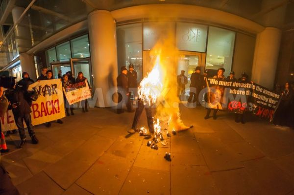 1415243960-poor-doors-guy-fawkes-protest--two-arrests-at-one-commercial-st_6191929