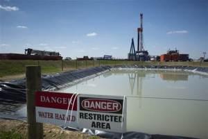 frack-waste-pit