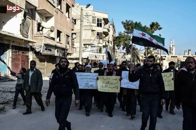 مظاهرة في دوما احتجاجاً على مجلة طلعنا عالحرية (5)