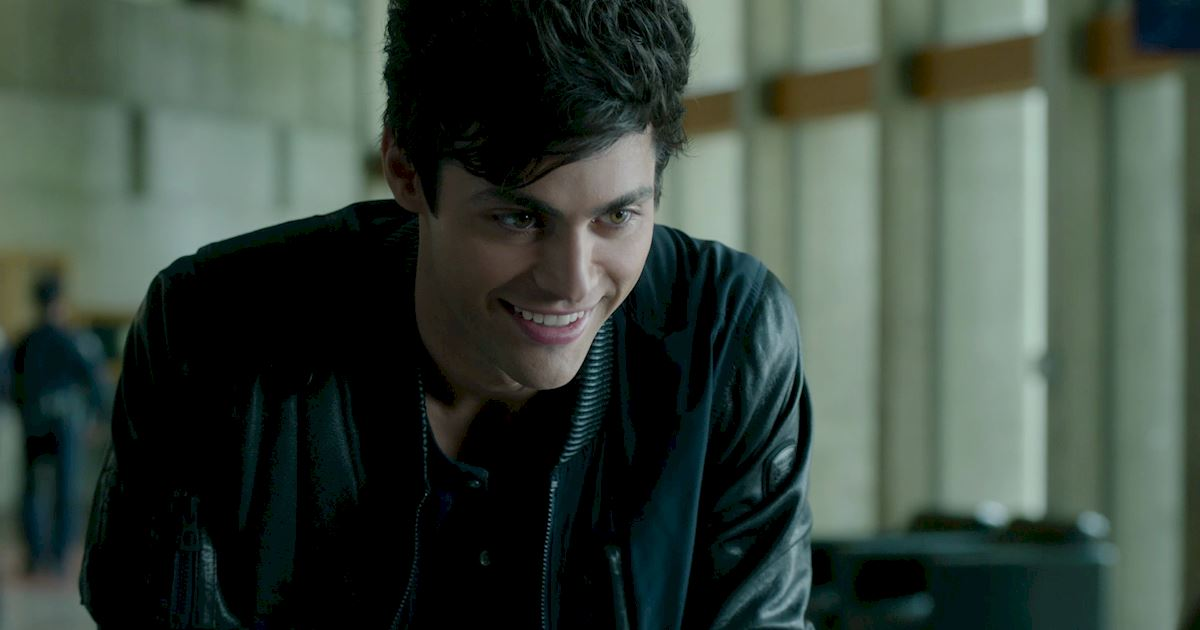 These 26 Photos Of Alec Lightwood Smiling Will Give You LIFE! - Shadowhunters   Freeform