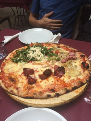 Pizza at L'osteria del Borgo Antico in Bari