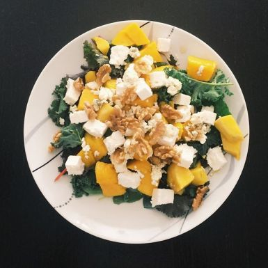 Salad with Mango and Cheese