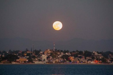 Moonrise (hard to capture on a moving boat -- just sayin') from La Cruz