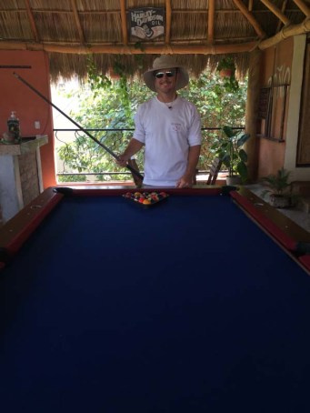 Back at The View for some pool. Incidentally, Jason carries that pool cue on Volaré!