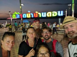Mofos market selfie