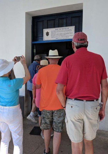 The line of gringos waiting to take a peek from the lighthouse