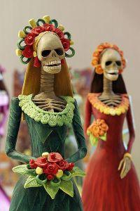 Día de los Muertos Catrina figures