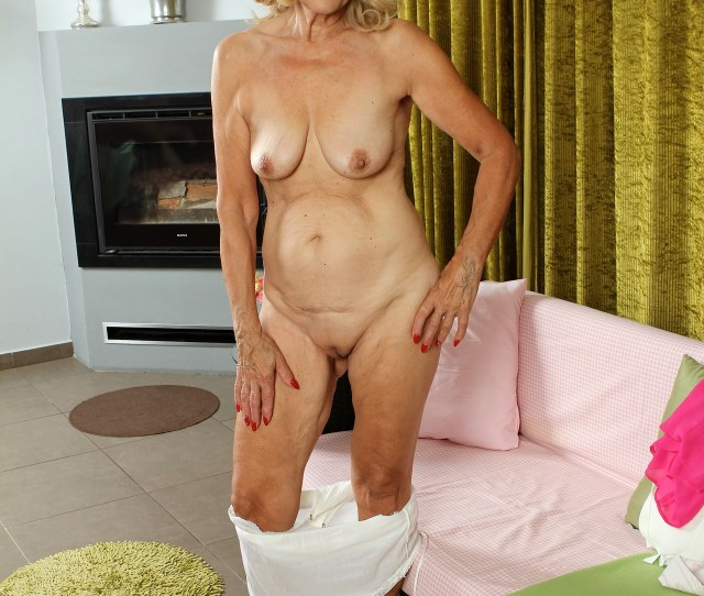 Caress Old Mature Pussy