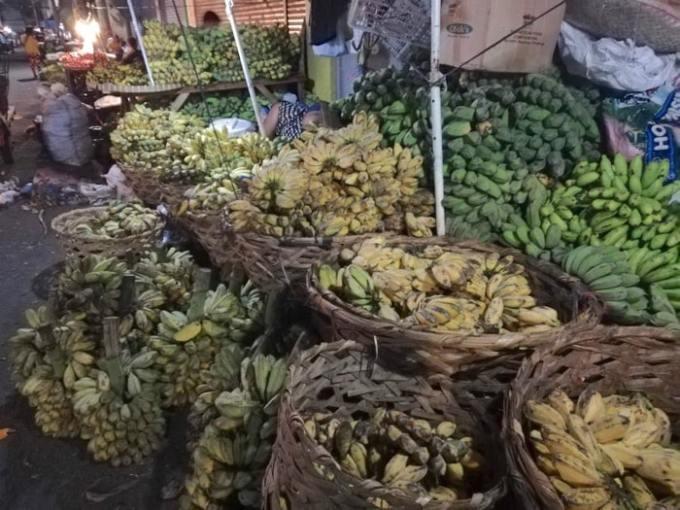 カルボンマーケットにバナナ