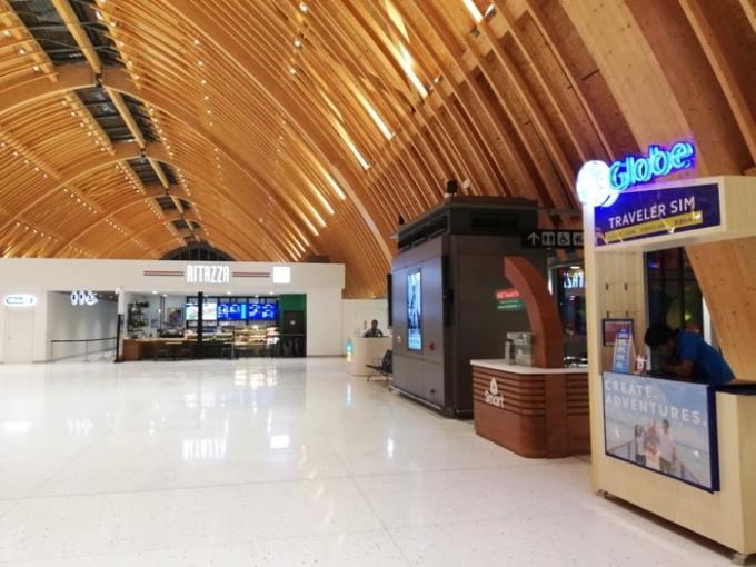 マクタン空港新ターミナル:SIM屋、カフェ