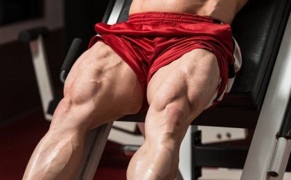 bodybuilder working out legs