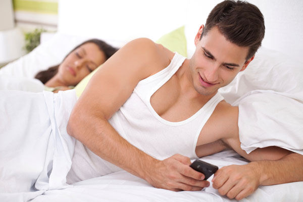 Why should you spy on your boyfriend's phone without Touching it
