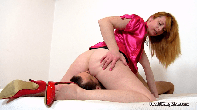 FaceSittingMoms.com SiteRip – HQ Streaming Mom-Boy Fetish Facesitting Videos. Watch MILFs, Moms And Mature Women In Kinky Old-Young Facesitting Action