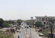 صورة خلاف بين مجموعتين يتسبب بقتل مواطن في اشتباكات على صلة بتحصيل جبايات غير قانونية شمال المخا
