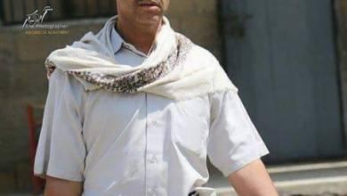 """صورة قيادي بمحور تعز يعتدي على طاقم قناة """"اليمن"""" التابعة للشرعية"""