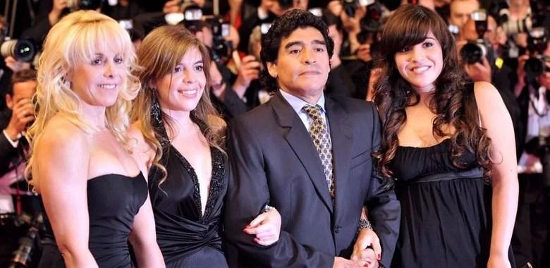Diego Maradona with his former wife Claudia Villafane (leftmost) and his two daughters, Dalma and Giannina Maradona