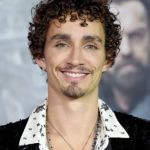Robert Sheehan Height, Age, Girlfriend, Family, Biography & More
