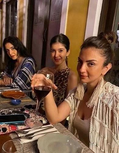 Seema Khan in a Restaurant