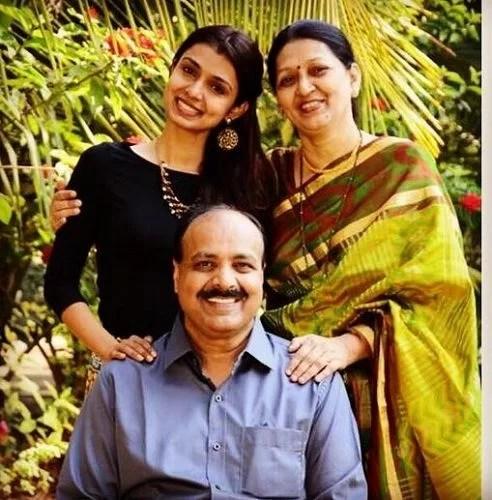 Mayuri Deshmukh with her Parents