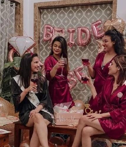 Riya Jain with her friends