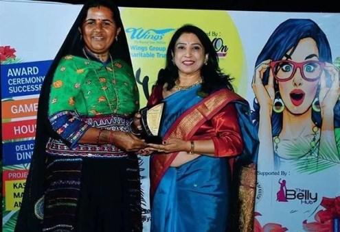 Pabiben Rabari Receiving Award from Wings Group Gandhidham