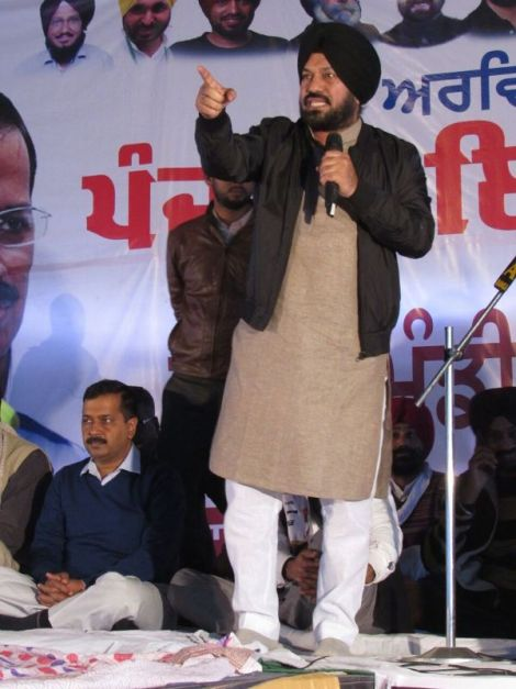 Gurpreet Ghuggi addressing Punjab Inqilab Rally at Balachaur on 10 December 2016