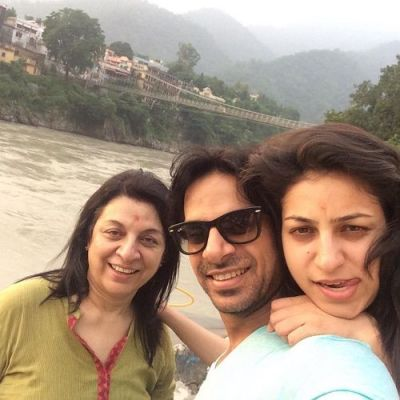 Karan Veer Mehra with his mother and sister