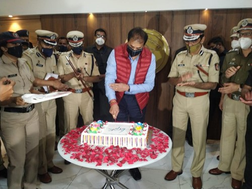 Anil Deshmukh celebrating New Year with the Pune police