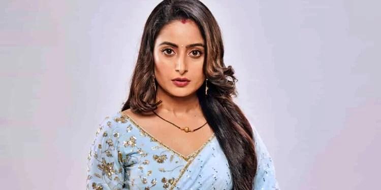 Aishwarya- Sharma-Wiki-Bio-Age-Husband-Salary-Photos-Video-News-Ig-Fb-Tw