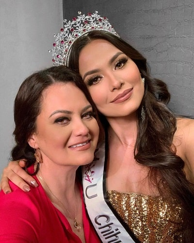 Andrea Meza and her mother