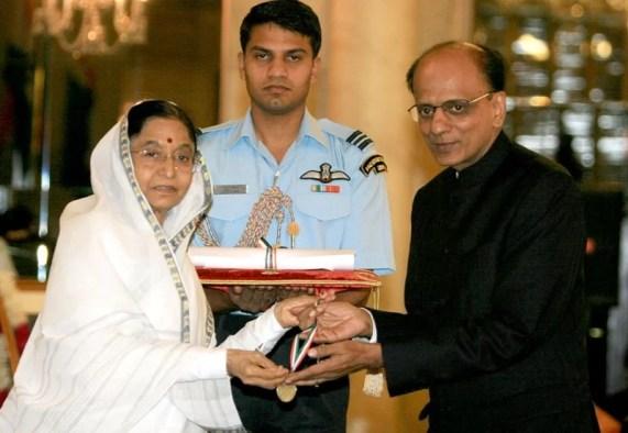 Dr. K. K. Aggarwal receiving the Dr. B. C. Roy Award