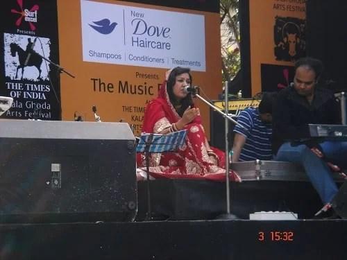 Rajnigandha Shekhawat performing on stage