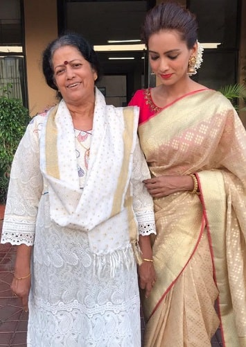 Pallavi Subhash and her mother