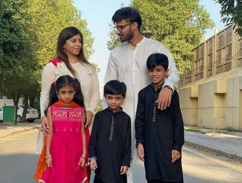 Rahim Pardesi with his first wife, Sumera and children