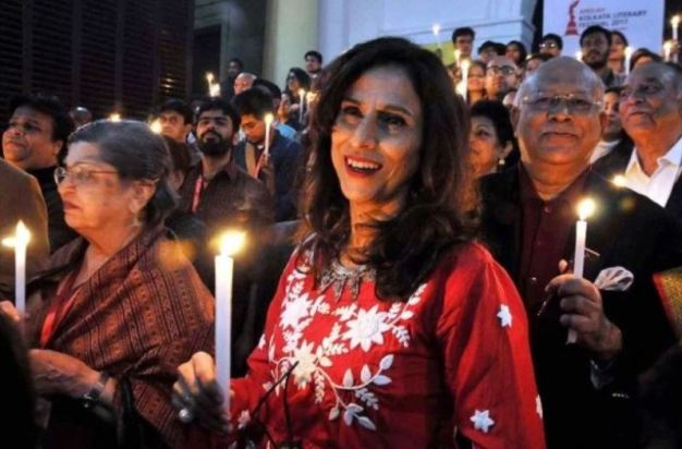 Shobhaa De while participating in a candlelight vigil on the closing day of Kolkata Literary Festival-2017, in Kolkata
