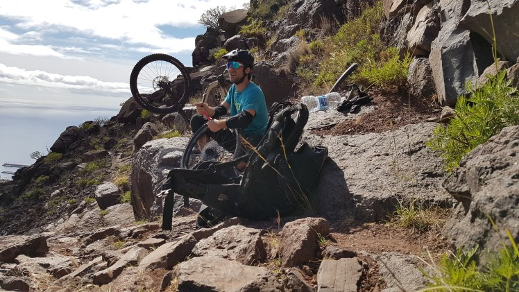Flat tire country - La Gomera – Trails & Hippies
