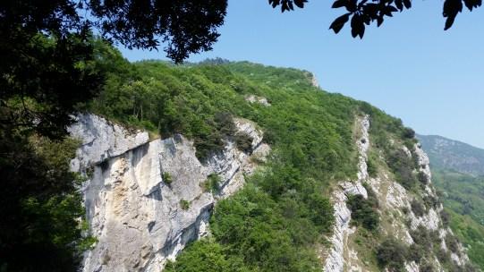 Anaconda Trail Gelände immer oberhalb der Felskante entlang
