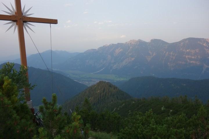 Abendliche Stimmung am Ziegelspitz Gipfel, gleich geht's los...