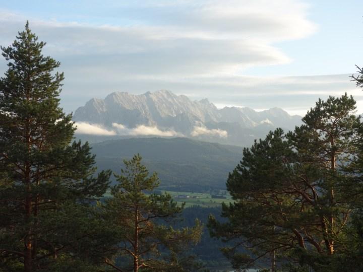 und tollen Ausblicken auf Wetterstein und Co.