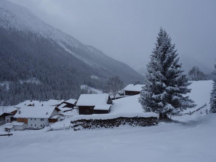 Tief verschneit präsentiert sich Kelmen...