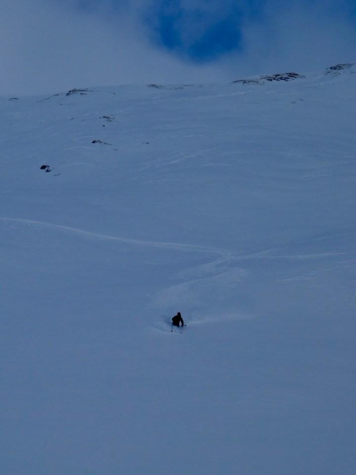 doch heute begnügen wir uns aufgrund der verblasenen Gipfelsituation mit der Variante Skiers-left ab dem kl. Pfuitjöchl.