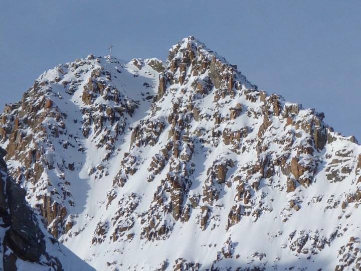 der Lisenser Fernerkogel, bei guten Verhältnissen auch durch die Süd-Rinne mit Ski machbar...