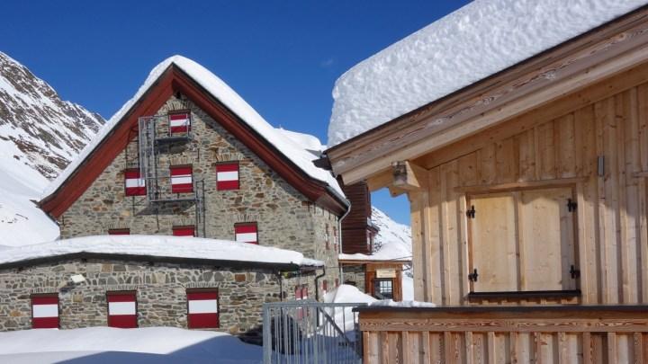 Rechts der komfortable Winterraum, links die schöne Franz-Senn-Hütte