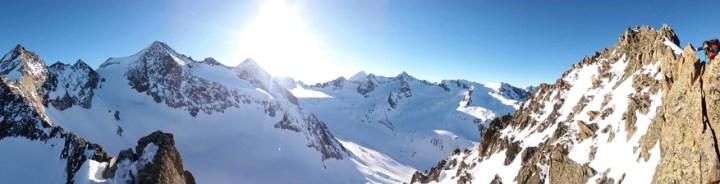 Das ganze Panorama: v.li.: Mittlere Kräulspitze, Östliche Seespitze, westliche Seespitze, Alpeiner Ferner, Wildgratscharte, Schrankogel, Schrandele, P.3.225 m, Vorderer Wilder Turm,  Wildes Hinterbergl, Innere Sommerwand