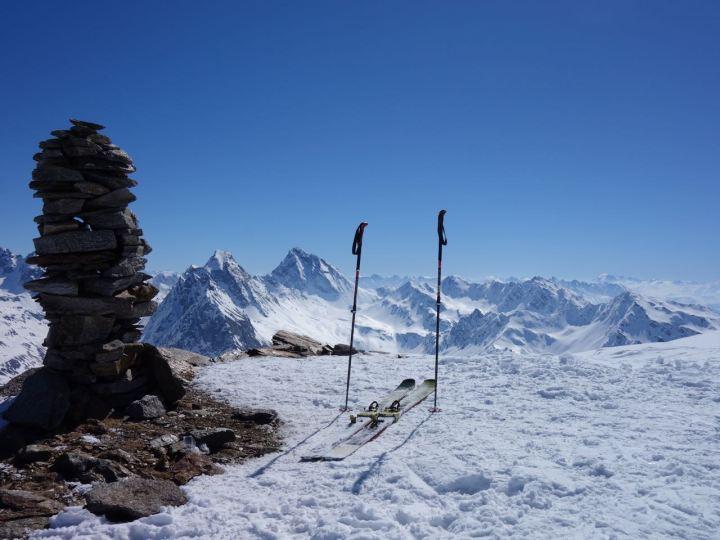 Klasse Ausblick am Gipfel des Pischahorn...