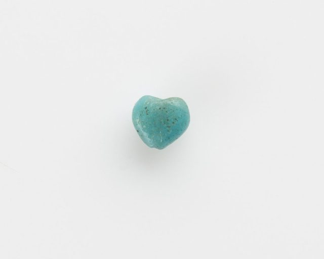 Heart-shaped bead; Egypt, New Kingdom, 1550–1197 BCE; glass; Gift of Charles Lang Freer, F1909.1462