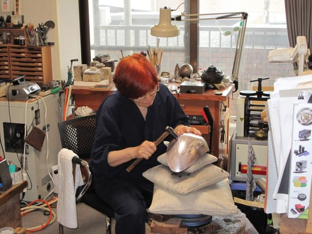 Osumi Yukie at work in her studio in Japan